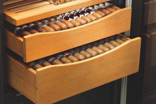 cách sắp xếp xì gà vào tủ bảo quản