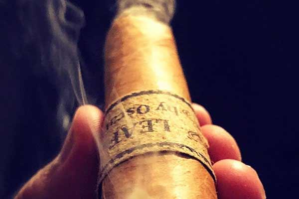 phân biệt xì gà cuba