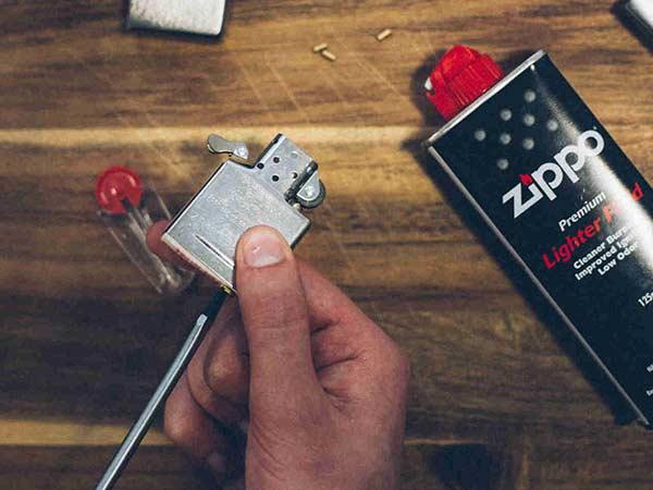 Xăng bật lửa Zippo