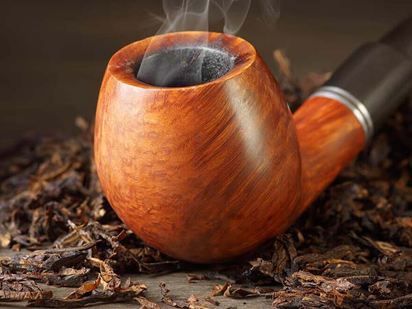 Nghệ thuật hút tẩu gỗ chậm, thể hiện phong thái và tính cách người hút