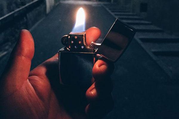 bật lửa Zippo dùng biểu diễn
