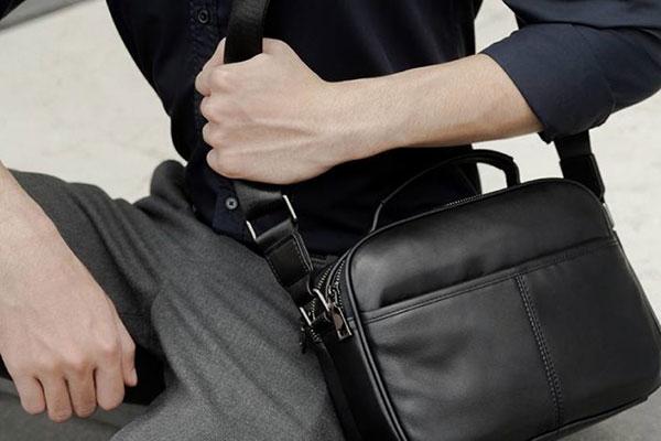 túi đeo chéo nam và lý do được ưa chuộng